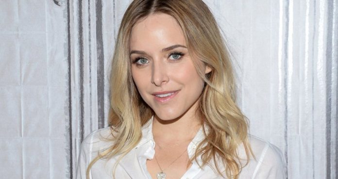 Jenny-Mollen-Poses-Nude-for-Harper's-Bazaar-to-Address-C-section-Scars